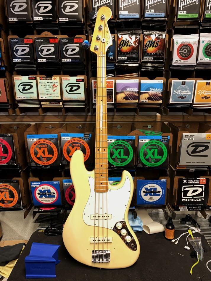 Fender Jazz Bass Gold 1981 1982 Vintage White OCC